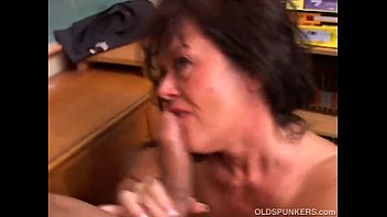 Gorgeous mature cougar MILF jerks off huge cock